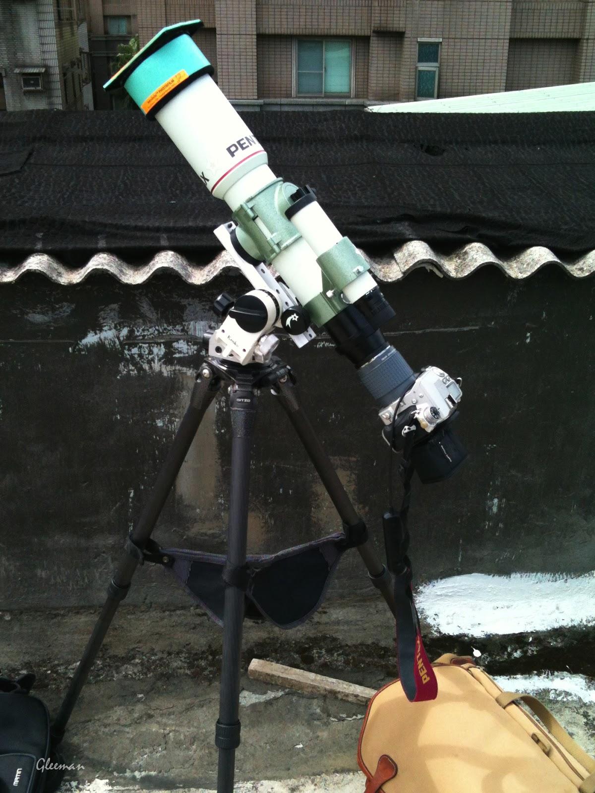 為了超級黑子群第一次把望遠鏡背上屋頂