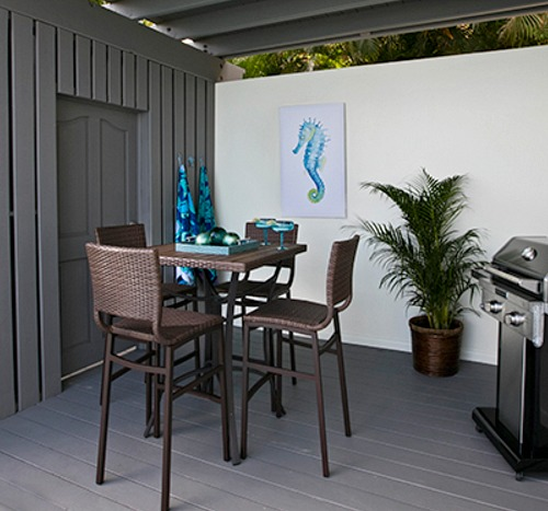 Modern Tropical Patio Decor Idea