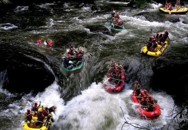 Arung jeram (rafting) di Sungai Ayung - Bali