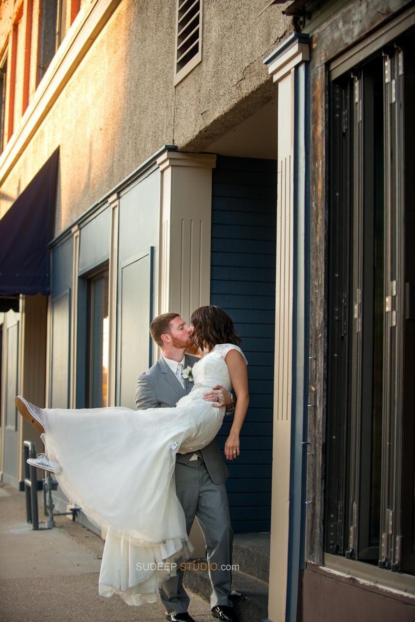 Ann Arbor Downtown Wedding Potraits - Sudeep Studio.com Ann Arbor Photographer