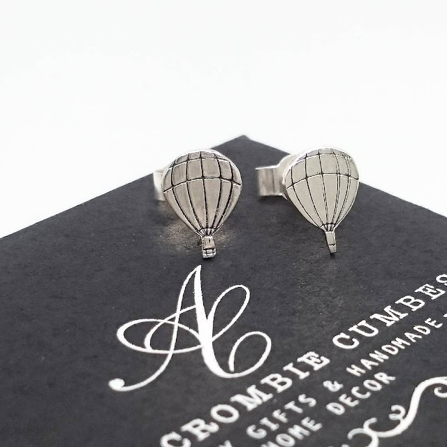Abercrombie Cumbes metal stamped hot air balloon earrings