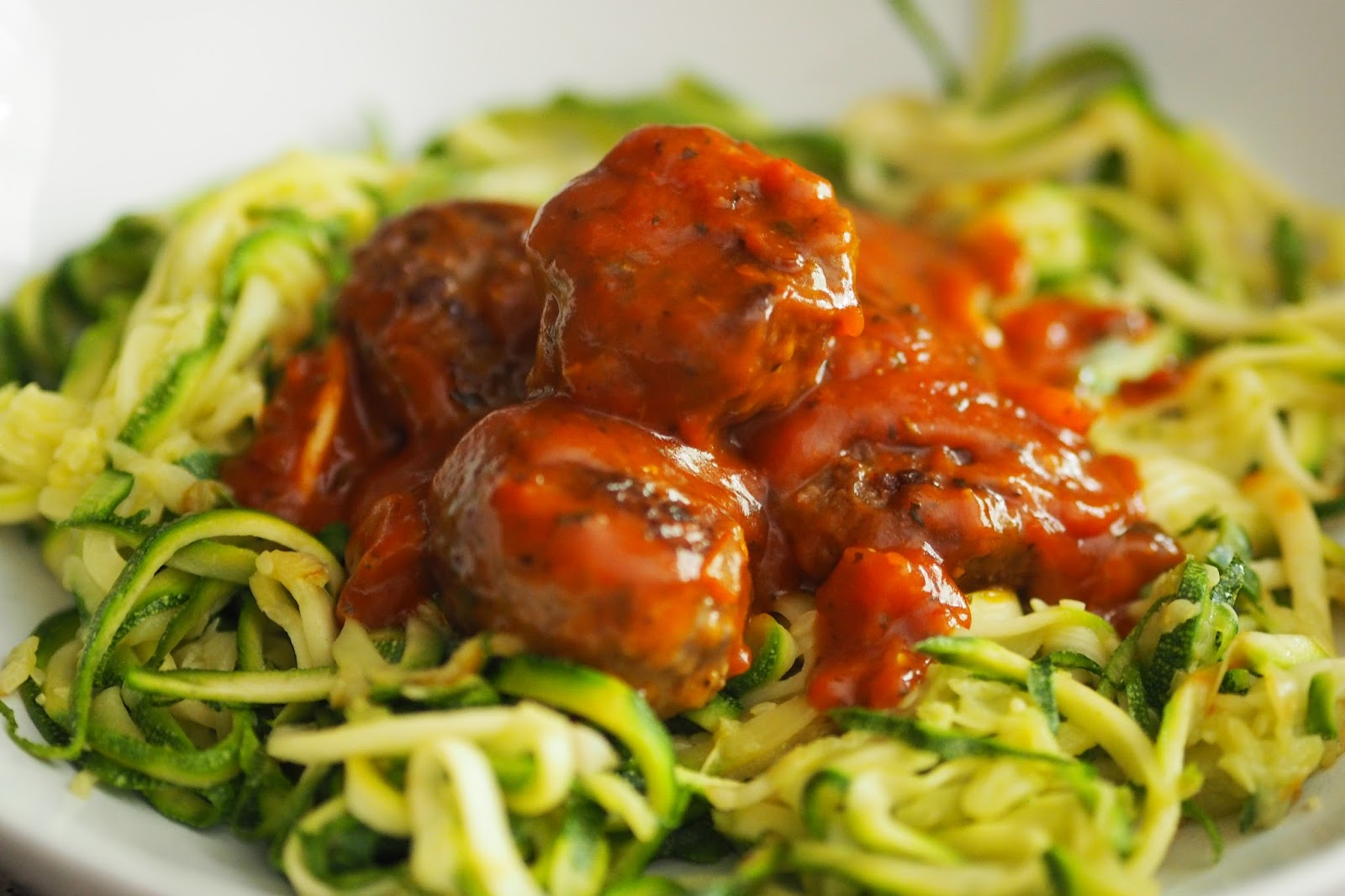 HEALTHY COURGETTI MEATBALLS & CHOCOLATE AVOCADO MOUSSE
