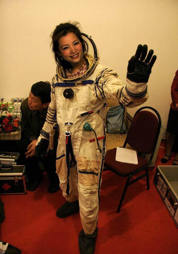 astronot wanita pertama