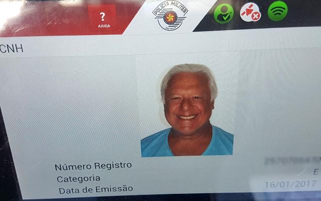 Dados da CNH do ator Antônio Fagundes estavam em carteira falsificada que teria sido comprada em Passos, MG (Foto: Polícia Militar/Divulgação)