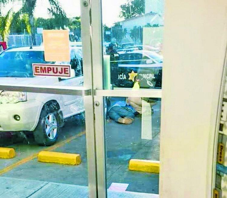 Ejecutan a hombre en estacionamiento de pizzería, en Querétaro...ya había escapado a tres atentados