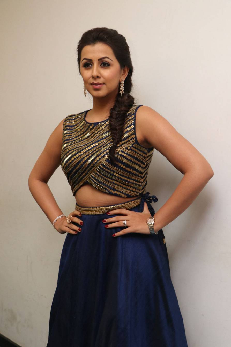 Beautiful Chennai Girl Nikki Galrani Hip Show Stills In Blue Dress