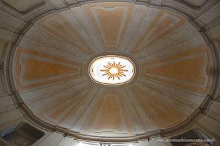 A basílica de Santa Cruz em Jerusalém em Roma