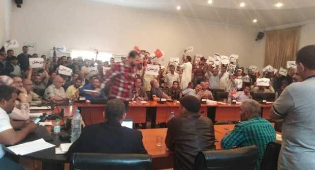 """شعار """"ارحل"""" في وجه رئيس جماعة أولاد تايمة، يجر مواطنين إلى القضاء"""