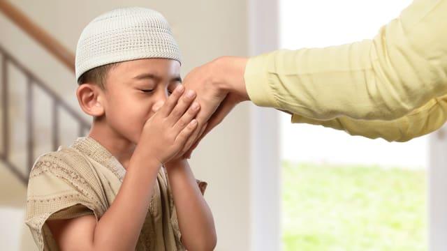 Mengajarkan Anak Cara Bersilaturahmi Saat Lebaran