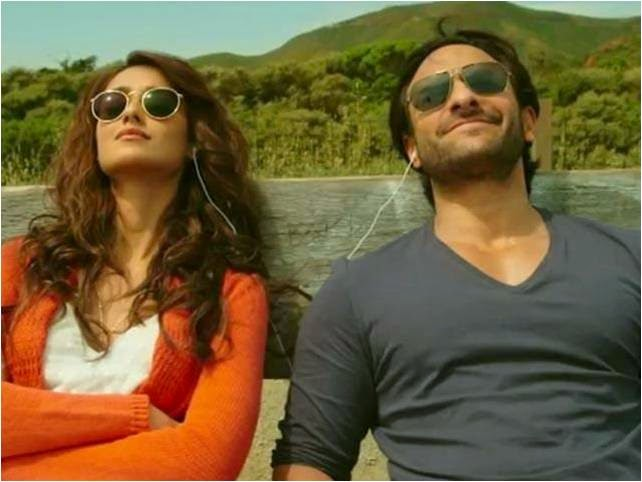 Saif Ali Khan and Ileana boating with smile in black goggles in Happy Ending movie still
