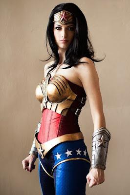 Wonder Women super model cantik jadi cosplay hot dan manis