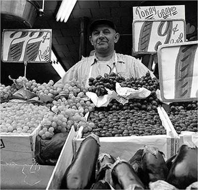 http://martinelkort.com/wp-content/gallery/les/grapevendor_1947.jpg