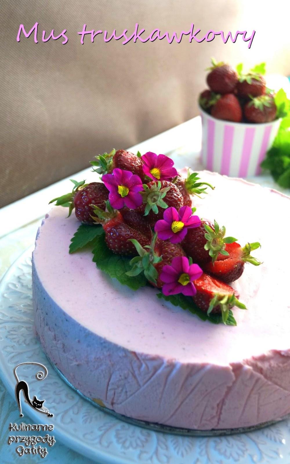 rozowe-ciasto-z-truskawkami