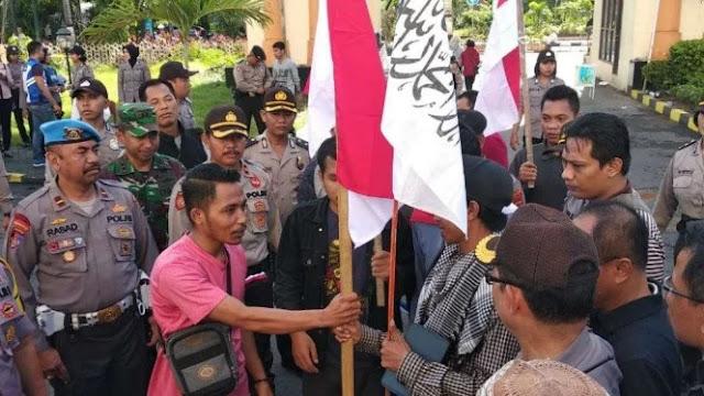 Ketika Massa Bela Tauhid dan Cinta Pancasila Berdamai di Lombok