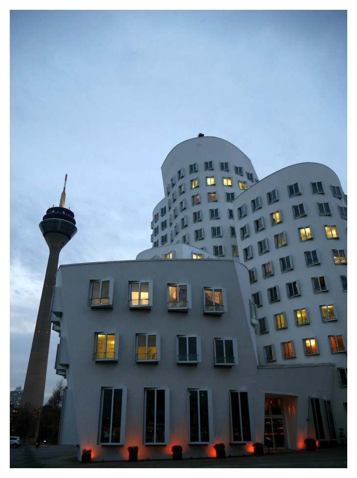 Landmarks in the Media Harbor in Düsseldorf: TV Tower and Gehry Houses