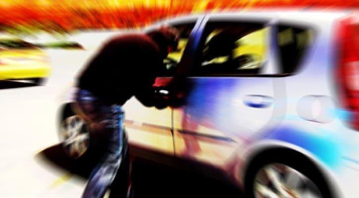 Homem tenta roubar viatura em frente a delegacia
