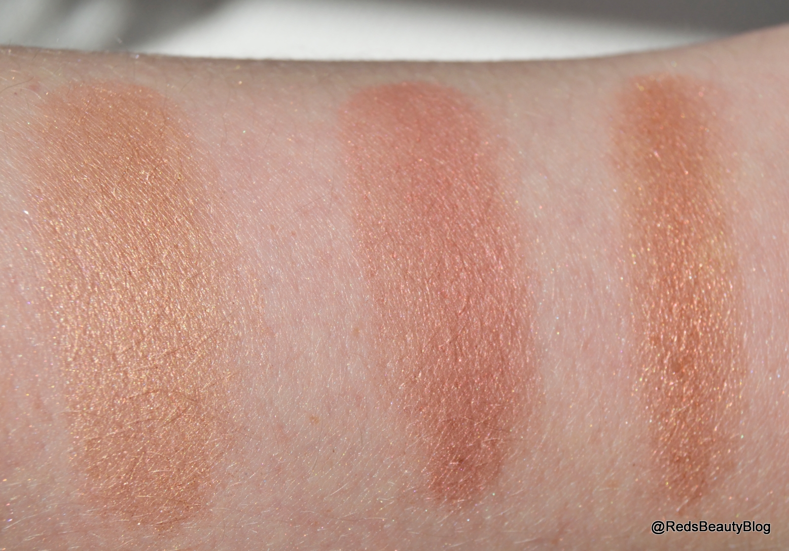 A picture of Makeup Revolution Blushing Hearts in Peachy Keen Heart