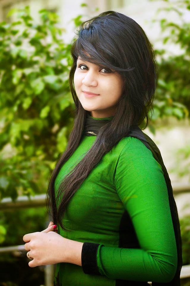 Bangladeshi Sexy & Boobsy Beautiful Salwar Kameez Girl