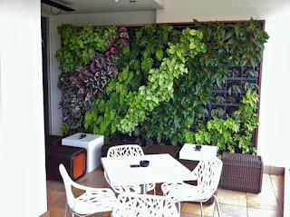 vertical garden di ruang tamu