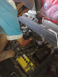 Melepas karburator
