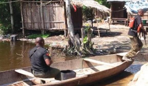 police chasing robbers using canoe