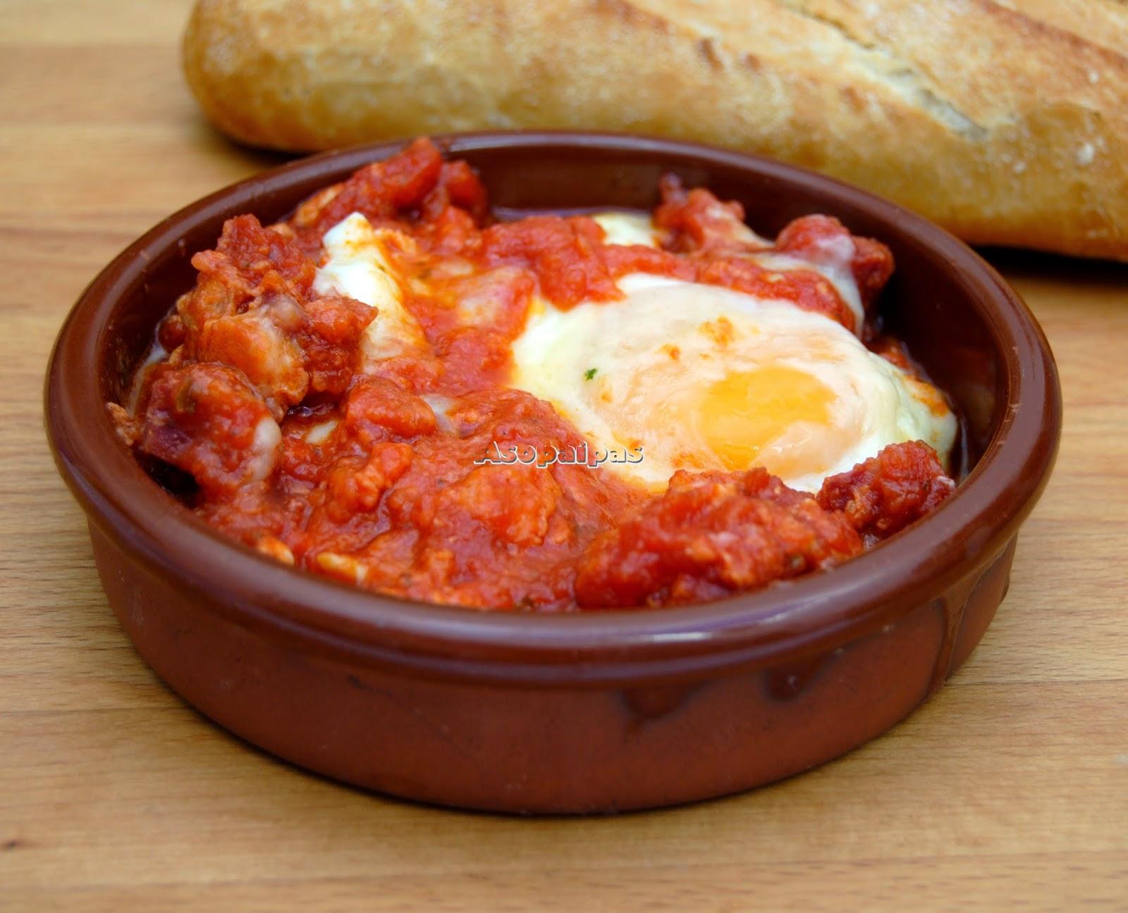 Huevos a la Navarra con salchichón