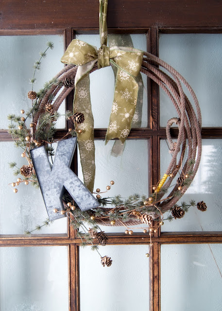 How to Make A Simple Winter Rope Wreath on farmhouse door