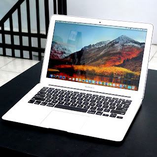 Macbook Air Core i5 Early 2014 Di Malang