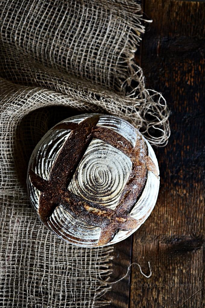 """Z cyklu """"Wypiekanie na śniadanie"""" ... chleb na pszennym zakwasie !"""
