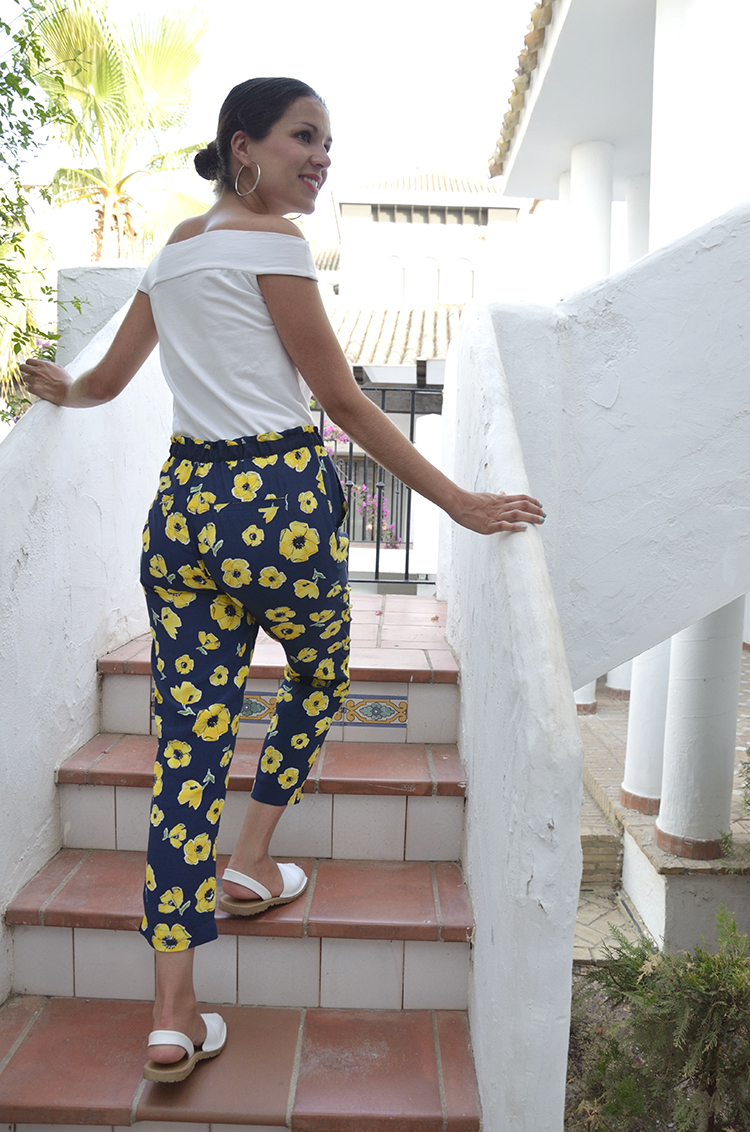summer-look-trends-gallery-outfit-flower-pants-off-shoulders