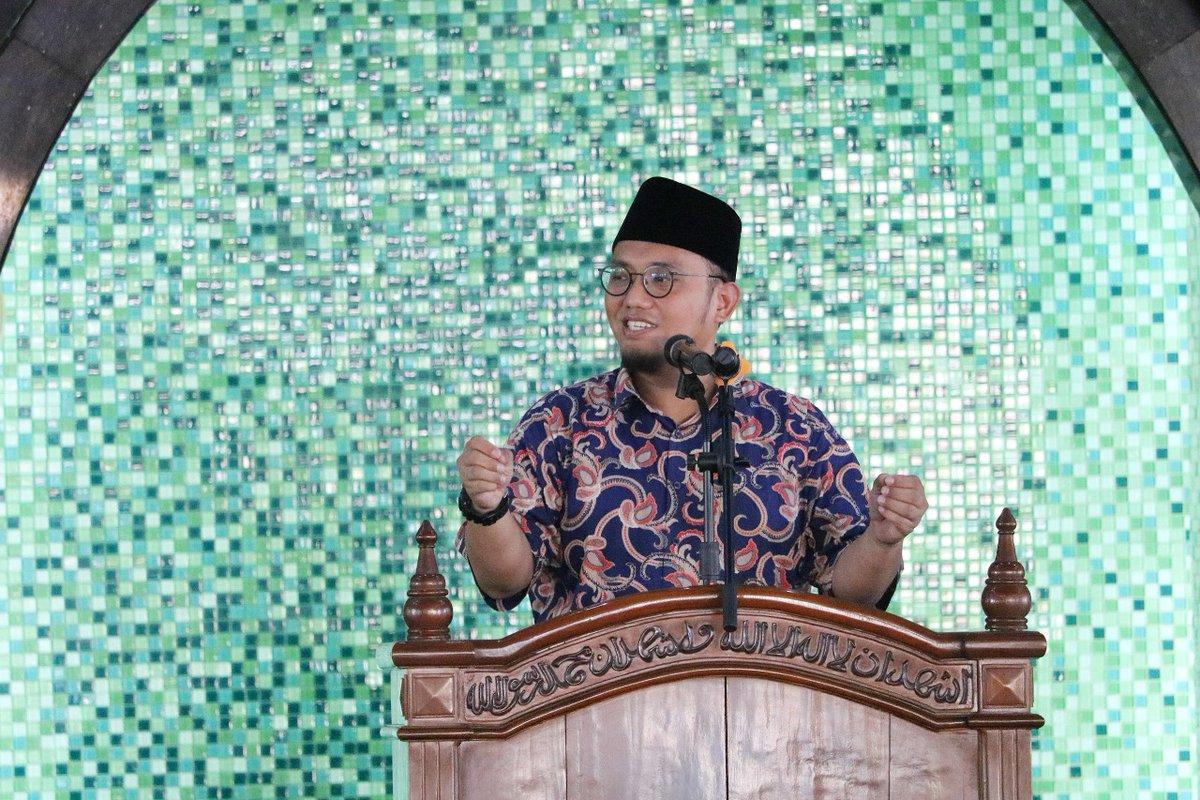 """Pepatah Jawa yang """"Dibisikkan"""" Prabowo ke Koordinator Jubirnya, Apa Maknanya?"""