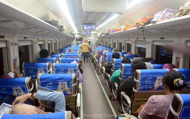 Penumpang kereta api Wijayakusuma sudah penuh