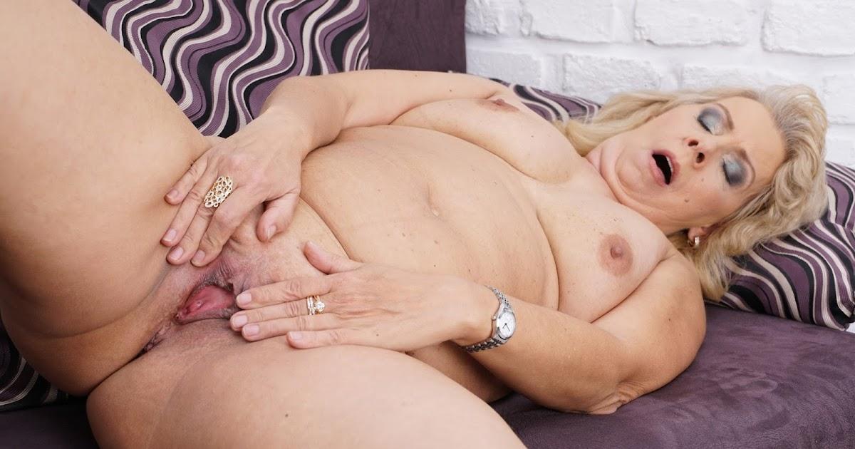 mature-lady-masturbate-bikini-undress-gifs