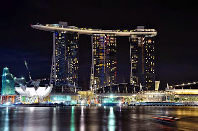 Kolam renang di atas gedung Marina Bay Sands