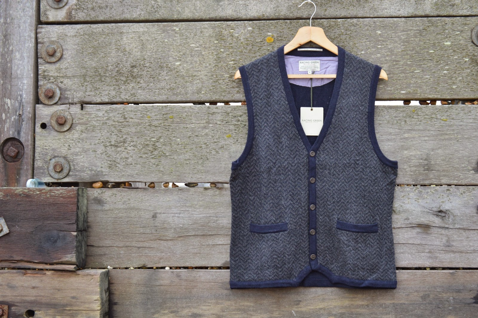 http://www.awin1.com/cread.php?awinmid=6033&awinaffid=!!!id!!!&clickref=&p=http://www.racinggreen.co.uk/p-catwick_knitted_tank-1022