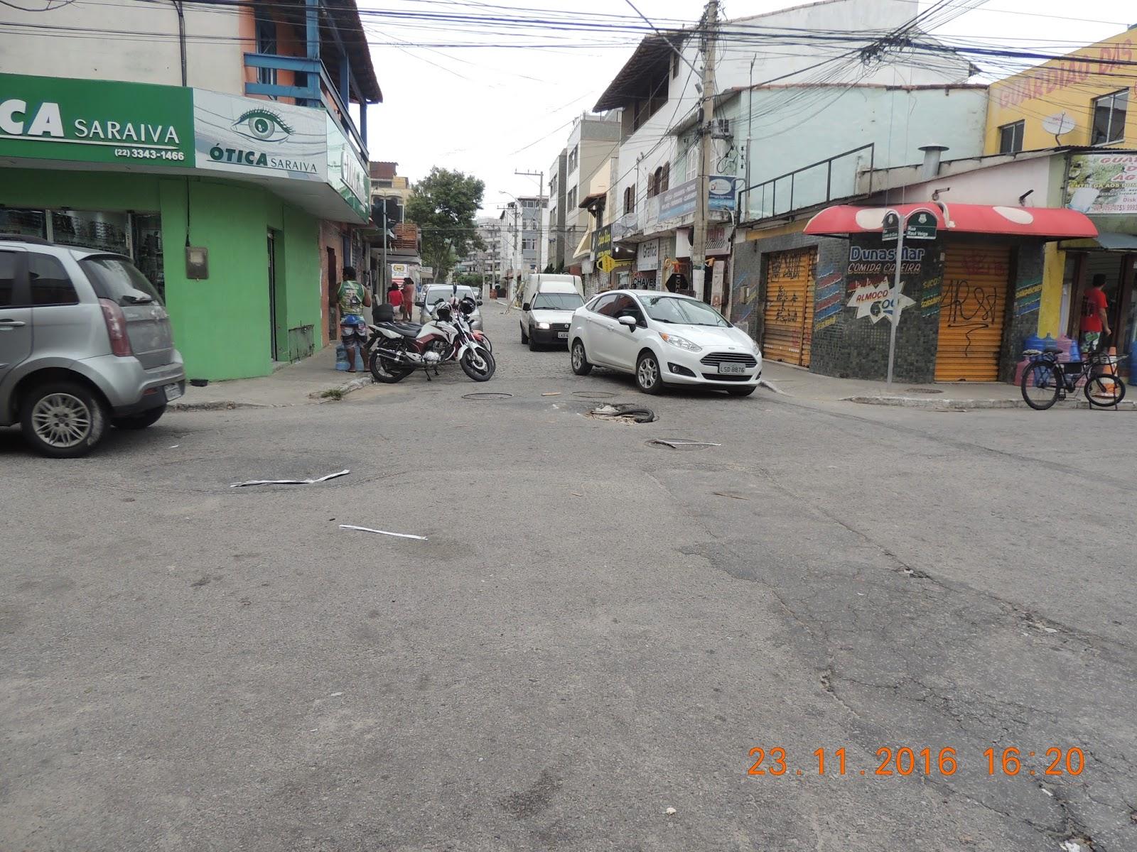 As crateras nas ruas de Cabo Frio continua causando transtornos para  motoristas. Esse buraco é na esquina da Rua Lopes da Guia com a Rua Raul  Veiga no ... 54959d2506