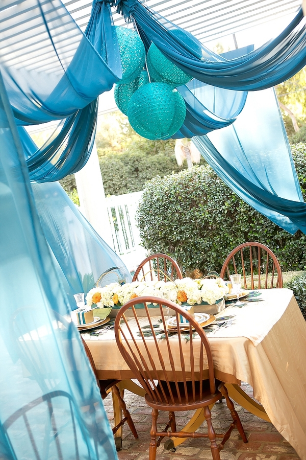 feather+wedding+theme+inspiration+blue+teal+turquoise+beige+champagne+green+reception+table+centerpiece+table+place+setting+escort+card+cards+bouquet+bridesmaids+dresses+bridal+dress+gown+meghan+wiesman+photography+17 - Show your feathers!