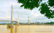 Jembatan Pedestrian dan Menara Gentala Arasy di Jambi