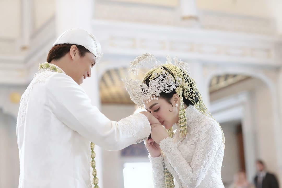 Foto Foto Pernikahan Syahrini Yang Viral Di Mata Follower
