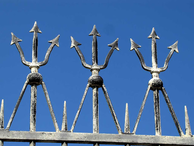 Spearhead wrought iron, tridents, Livorno