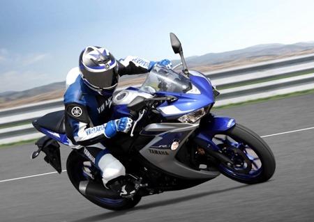 Yamaha R3 mengaspal  di India