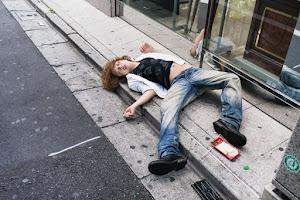外国人「日本の酔っ払いの写真が面白い」(海外の反応)
