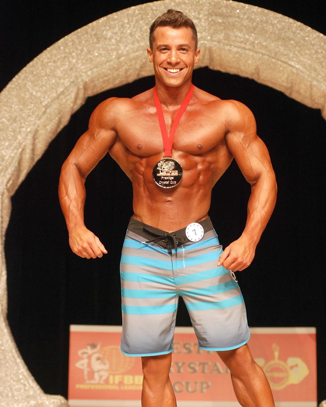 Diogo Montenegro também foi Campeão Men's Physique Pro do IFBB Prestige Crystal Cup em 2015. Foto: Arquivo pessoal