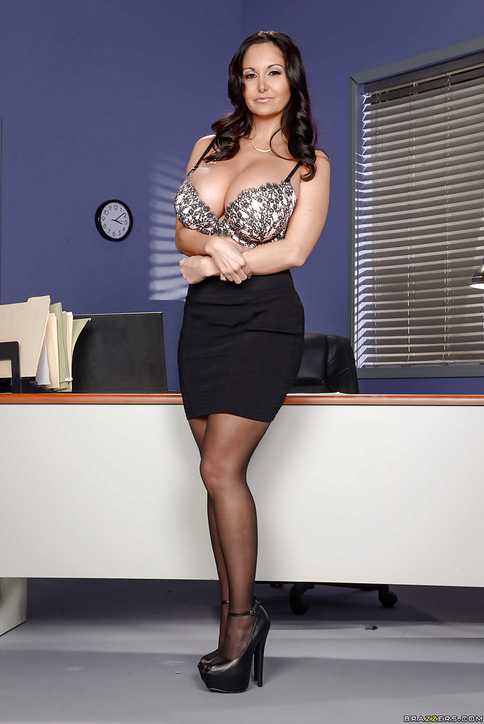 Ava Addams exposing large boobs in office - PORN BABES