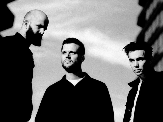 White Lies anuncia o álbum 'Five' e compartilha a inédita 'Time to Give'