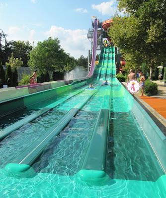Зеленая горка Pro Racer и сиреневая горка Free Fall, Aquamania Albena