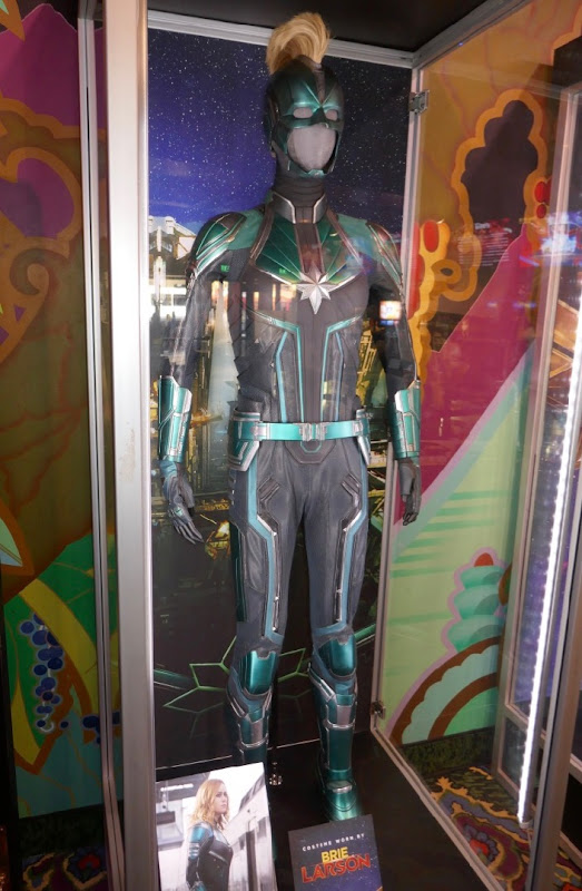 Captain Marvel Vers Starforce uniform