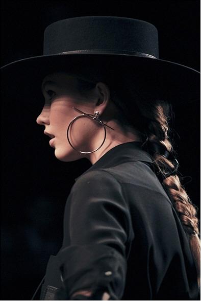 En este caso he visto que se le ha considerado como sombrero de gaucho  argentino y también como sombrero cordobés. Ambos son muy similares y ambos  son parte ... c7e8f696a86