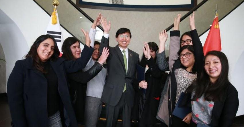 Mujeres arrasan con becas de posgrado ofrecidas por Corea al Perú