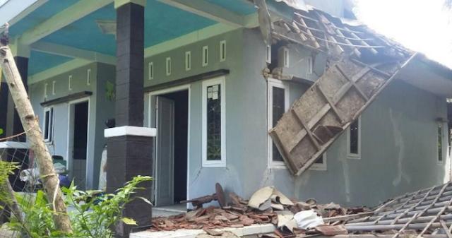 AGEN BOLA - Dampak Gempa Warga Tasik Rugi Hingga Puluhan Juta